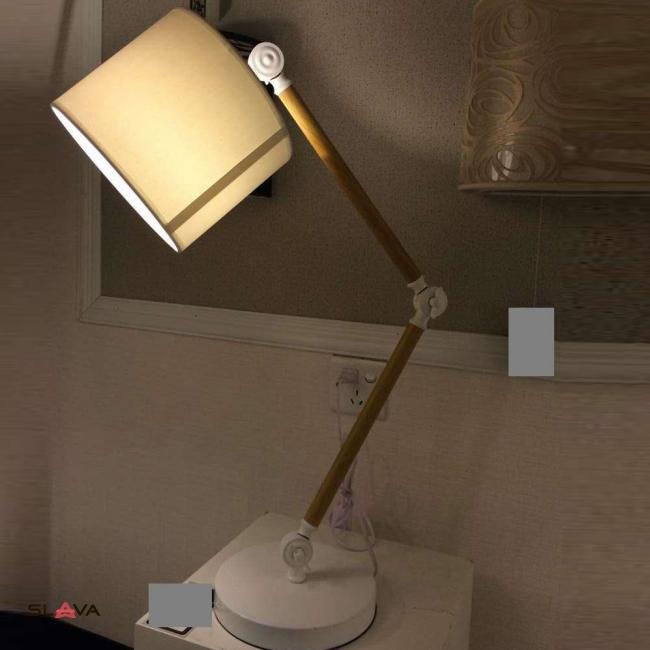 Настольная лампа торшер с бежевым абажуром и регулируемой ножкой (ZD004TW)